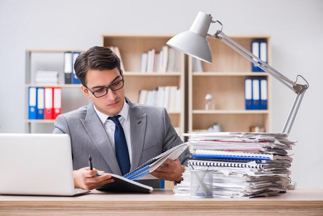 Бухгалтер для ИП: нужен ли, виды услуг и их стоимость, самостоятельное ведение при помощи онлайн-сервисов