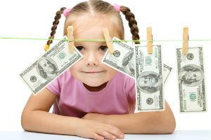 Ежемесячные и единовременные выплаты из материнского капитала: можно ли получить деньги в 2020 году
