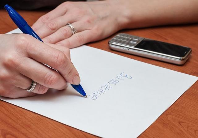 Заявление на увольнение: как пишется, в том числе без отработки, образец, бланк, как отозвать и что делать, если работодатель не подписывает